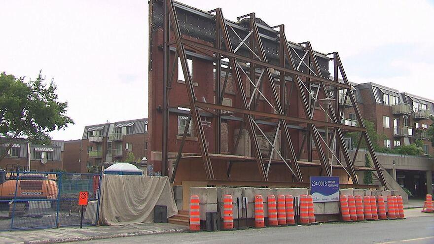 La façade en travaux de la maison de deuxième étape.