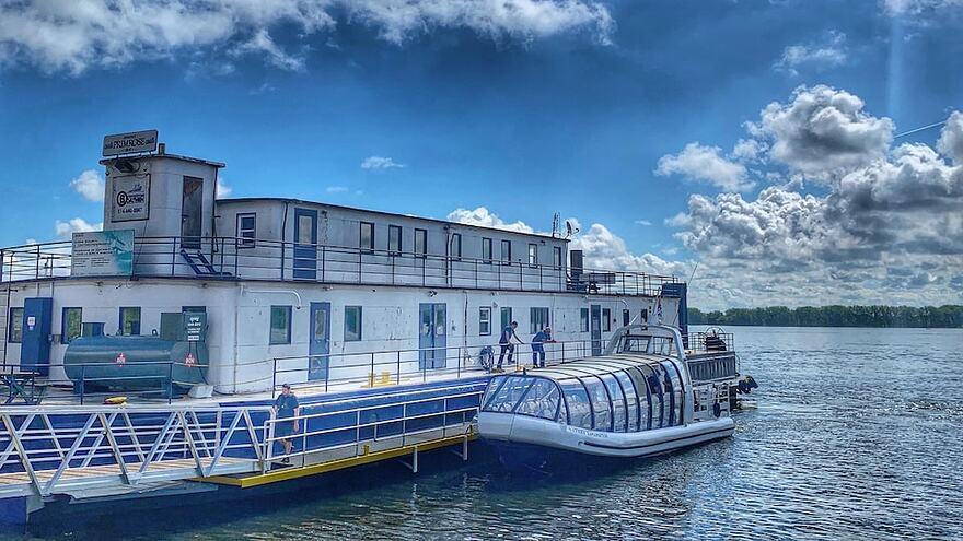 Un navire à quai sur le fleuve Saint-Laurent