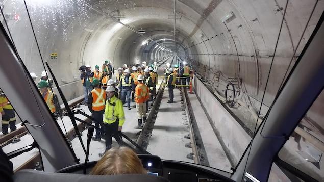 Le tunnel du train léger, vu de l'intérieur du véhicule