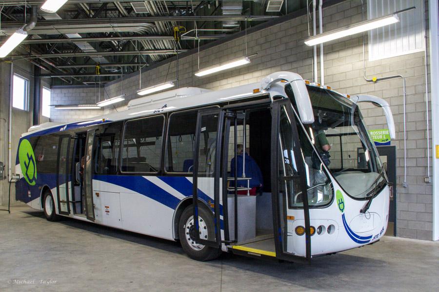 Image: https://cptdb.ca/wiki/images/8/8b/Soci%C3%A9t%C3%A9_de_transport_de_Laval_1299-a.jpg