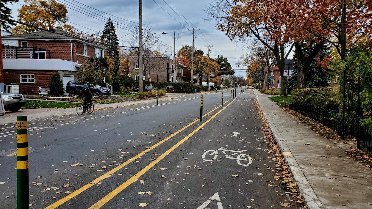 Les pistes cyclables amnages de chaque ct de la rue de Bellechasse