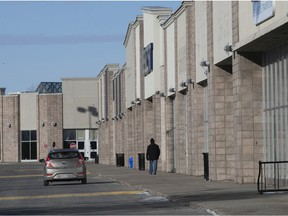 MONTREAL, QUE.: JANUARY 9, 2021 -- Few people visit the mostly shutdown at RioCan Centre in Kirkland on Saturday January 9, 2021. The mall is supposed to undergo major makeover, including high-density housing. (Pierre Obendrauf / MONTREAL GAZETTE) ORG XMIT: 65581